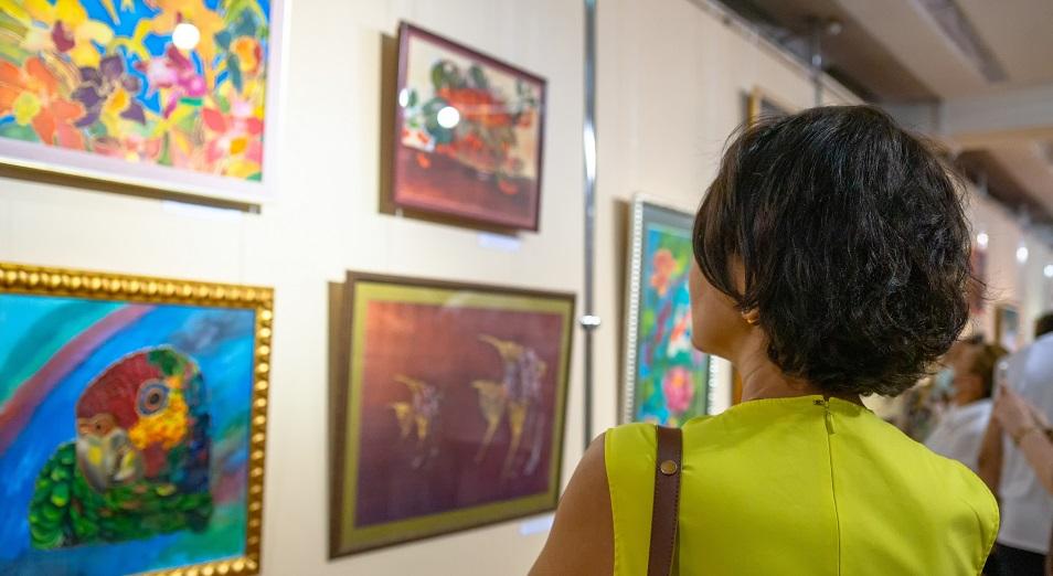Две души и две стихии объединила выставка в Алматы