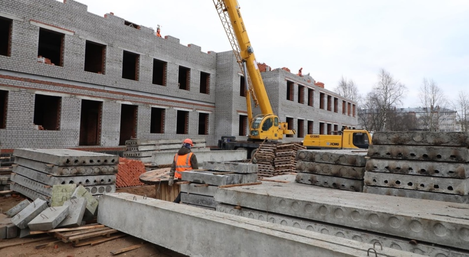 Строительство новых школ не снимает проблему трех смен обучения