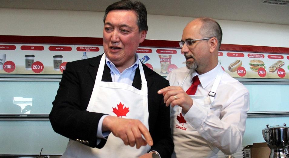 Аскар Мамин испек блин по-канадски