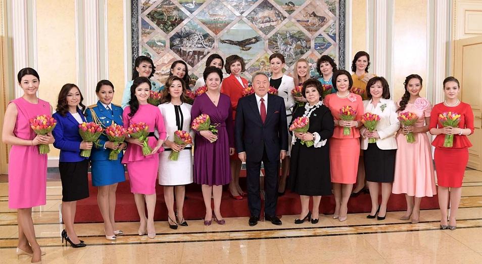 Нурсултан Назарбаев: «Давайте сделаем антологию наших героинь»