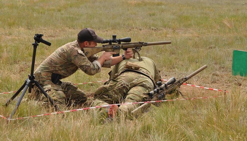 Снайперы из семи стран соревнуются в казахстанской степи