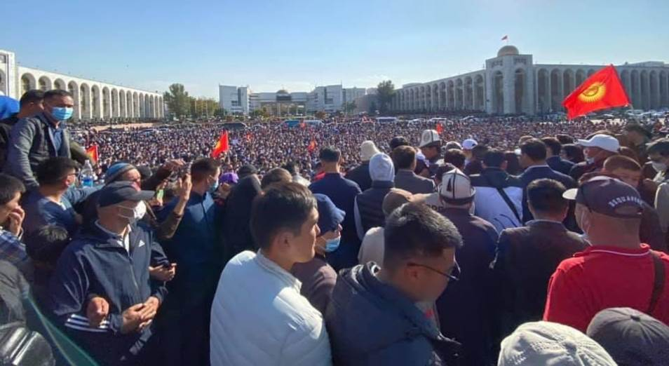 Страна «тюльпановой революции» обошла Украину в чемпионате майданов и ведет 3:2