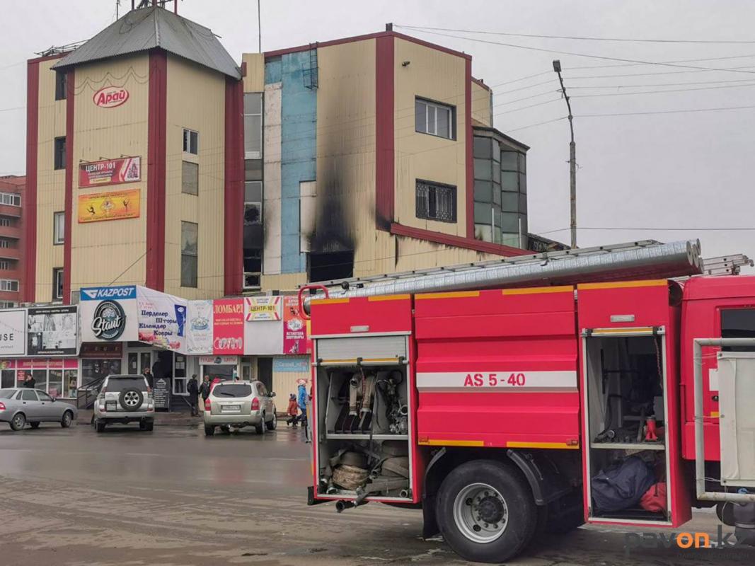 Павлодарские власти обещают помочь пострадавшим от пожара в ТД «Арай» предпринимателям