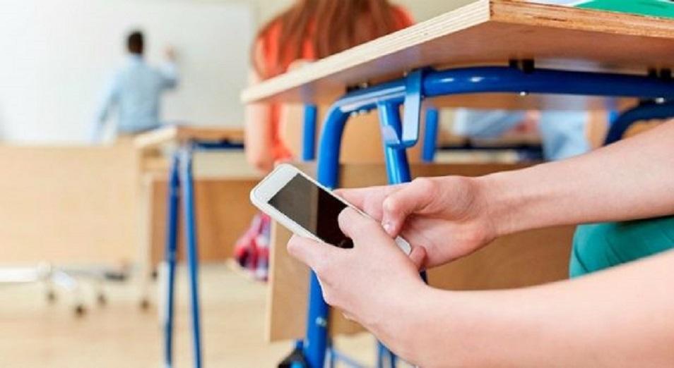 Мектепте телефон ұстауға тыйым салына ма?