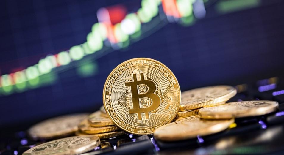 После достижения очередного исторического пика биткоин начал корректироваться