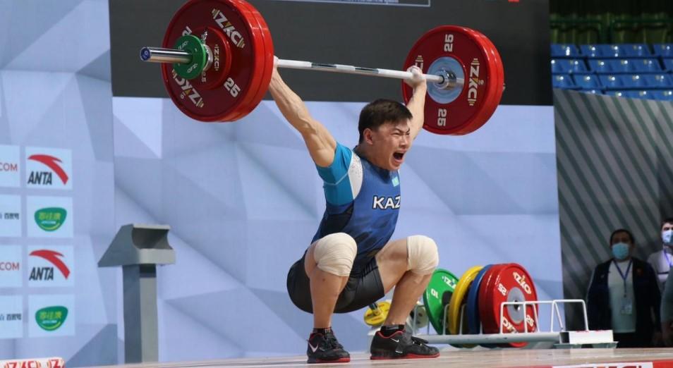 ЧА по тяжелой атлетике: Казахстан пока второй в общекомандном зачете