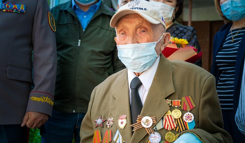 В Алматы поздравили ветерана легендарной Панфиловской дивизии