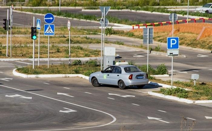В Казахстане заработали новые правила регистрации автотранспорта и выдачи водительских удостоверений
