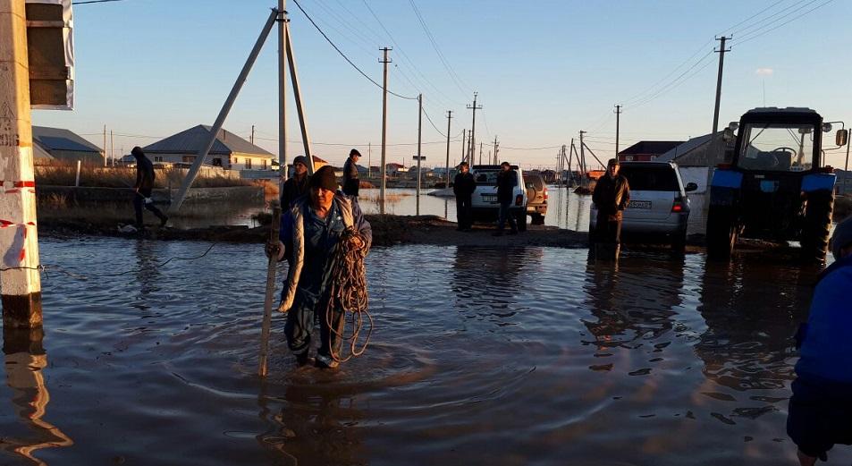 В пригороде Астаны вода продолжает прибывать