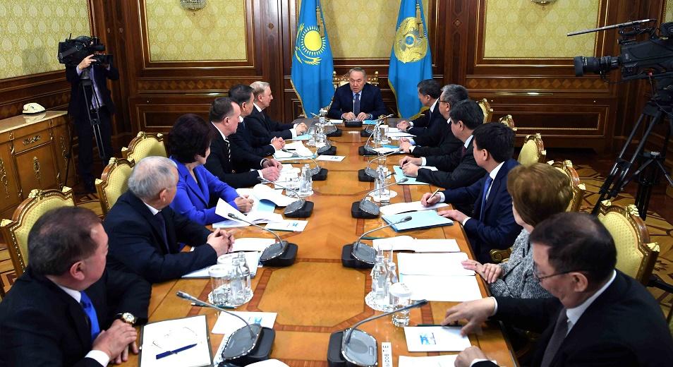 Нурсултан Назарбаев: «На первых порах мы написали много полномочий президенту»