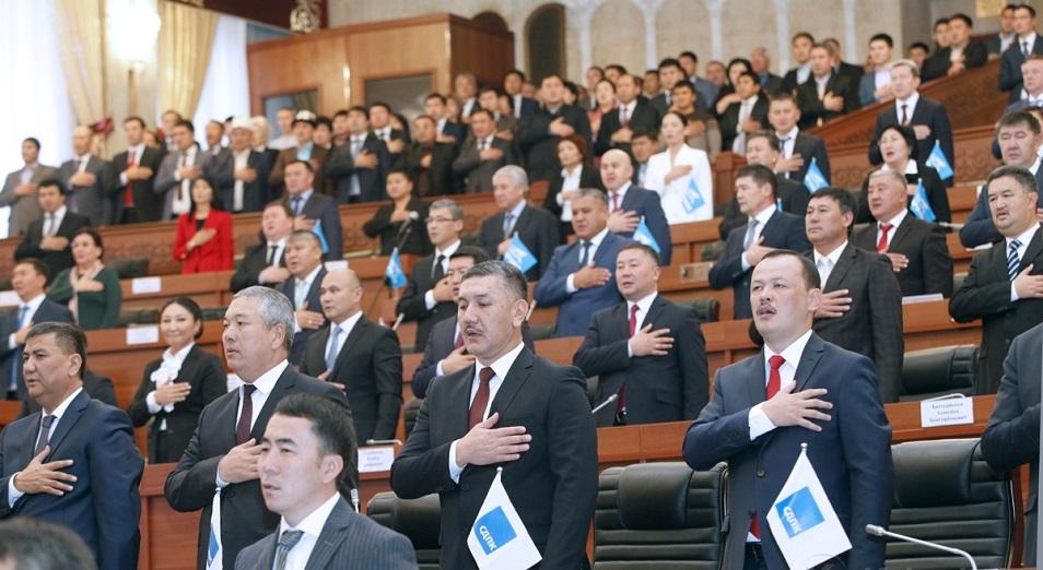 Парламентский пасьянс. В Кыргызстане усиливают позиции преемника Атамбаева?