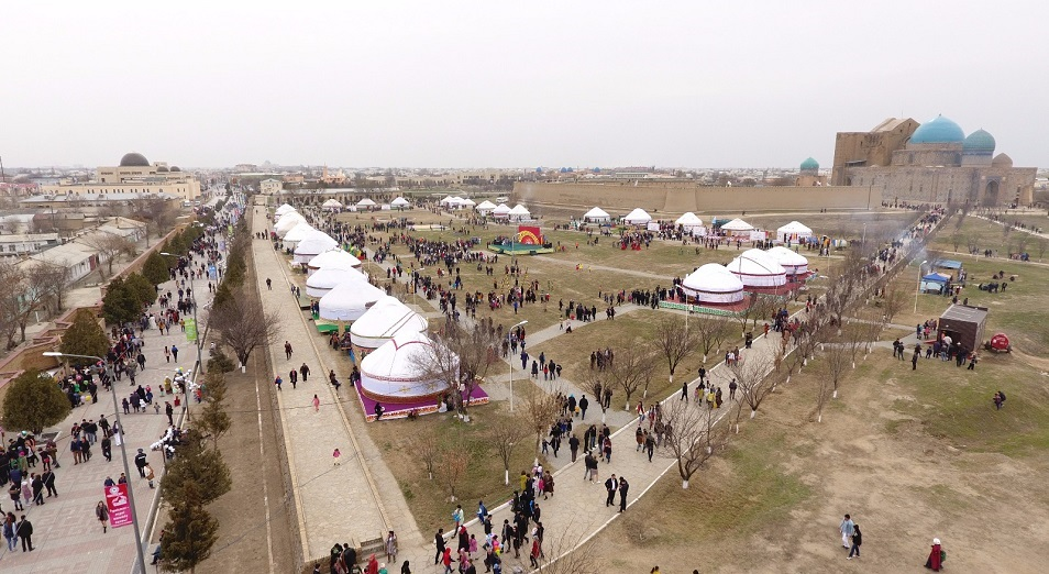 В Туркестане грандиозно отметили Наурыз, Наурыз ,Туркестан,Жансеит Туймебаев ,Арыстанбек Мухамедиулы,МКС РК,Дюсен Касеинов,Наурыз-коже