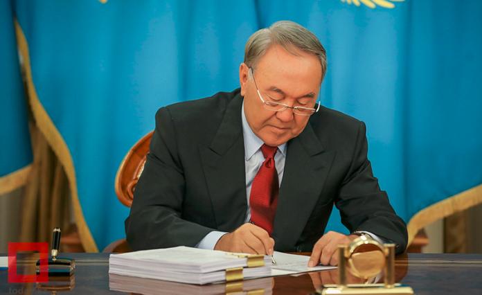 Президент наложил вето на закон о госслужбе