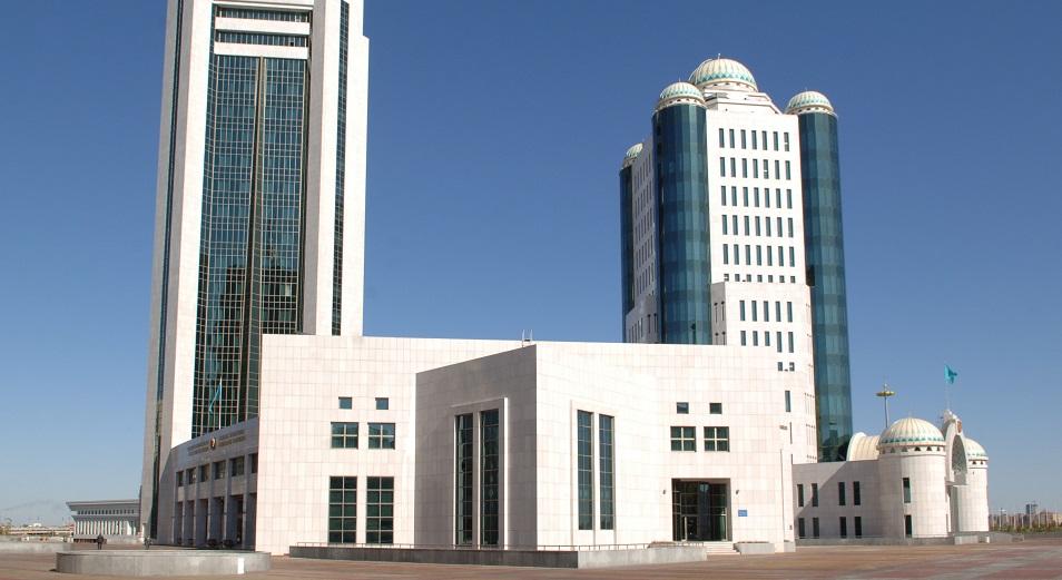 За депутатский мандат в сенате поборются 38 претендентов