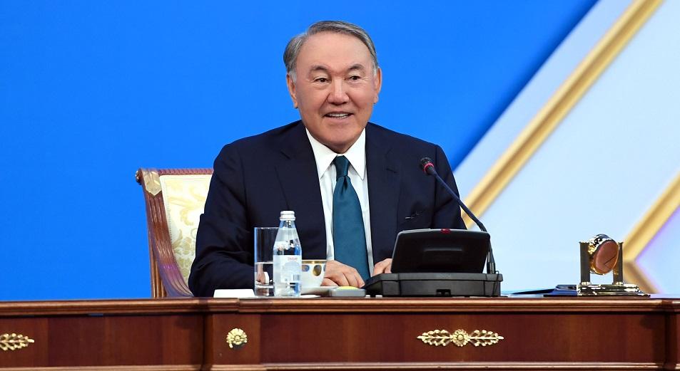 Нурсултан Назарбаев поручил создать фонд поддержки казахов