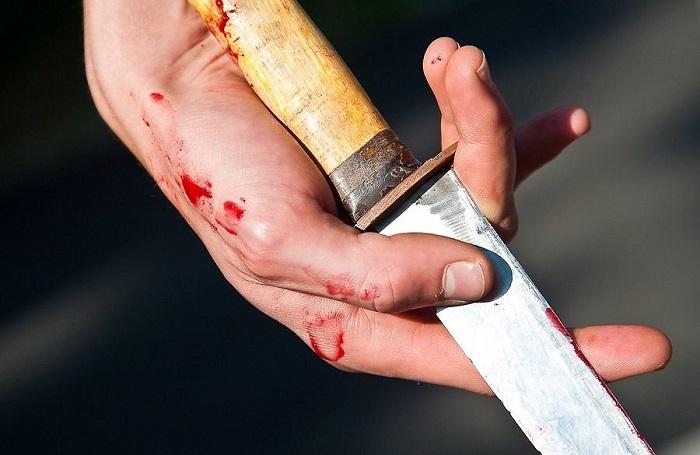 """Бывший шахтер компании """"Казахмыс"""", проигравший судебный процесс, в знак протеста нанес себе ножевые ранения"""