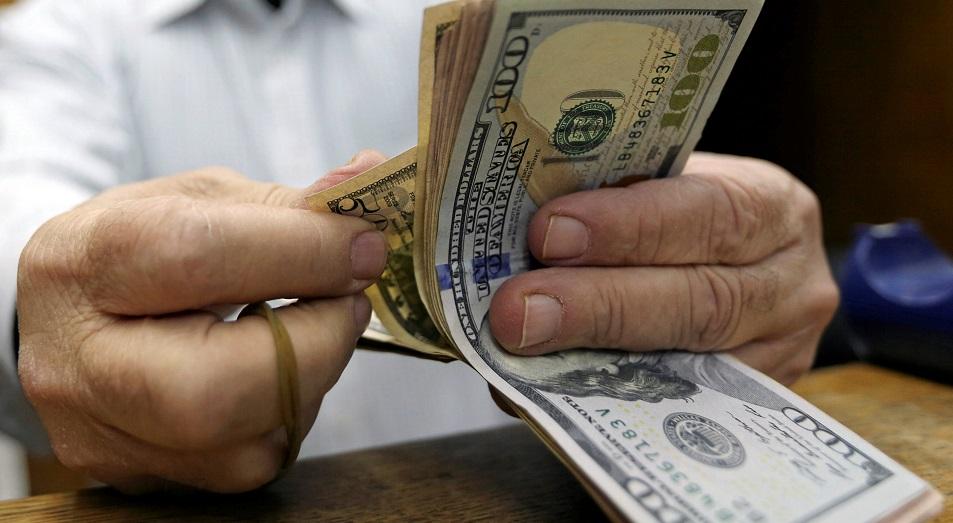 В феврале казахстанцы утроили свои валютные потери