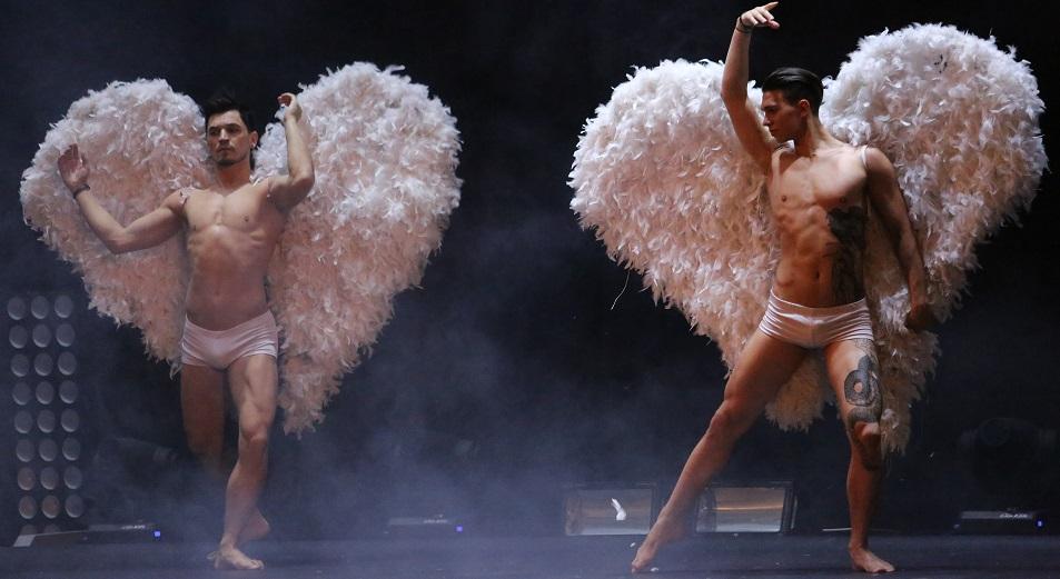 театр с голыми актёрами германии фото видео бесплатно