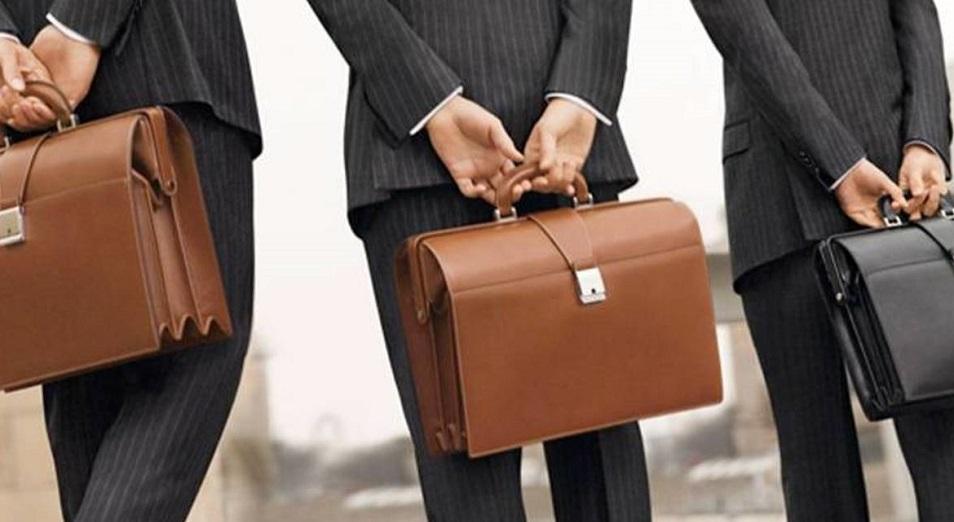 Чиновники убегают от работы