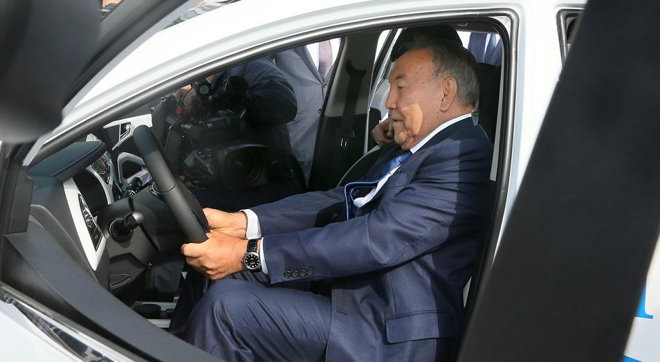 Нурсултан Назарбаев лично протестировал электромобиль отечественной сборки, Костанай,Нурсултан Назарбаев,СарыаркаАвтоПром,JAC S3,Лаврентьев,Костанайский Мелькомбинат