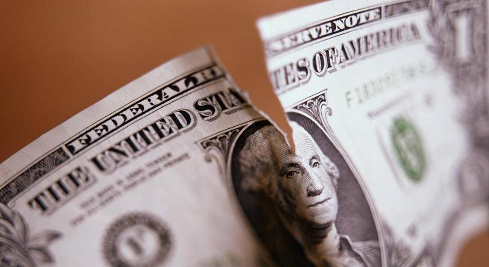 Долларизация вкладов продолжает падать