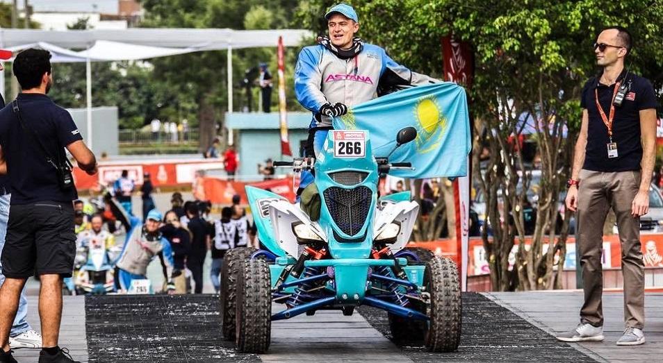Astana Motorsports на Дакаре: Старт в дюнах - и с Виллашем-Боашем