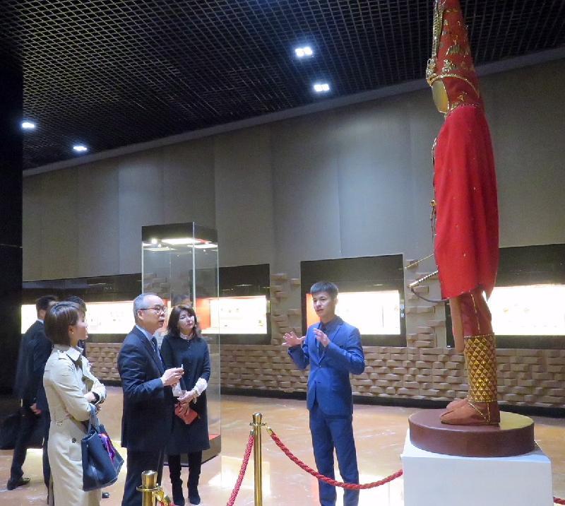 Делегация из Гонконга посетила культурные объекты столицы