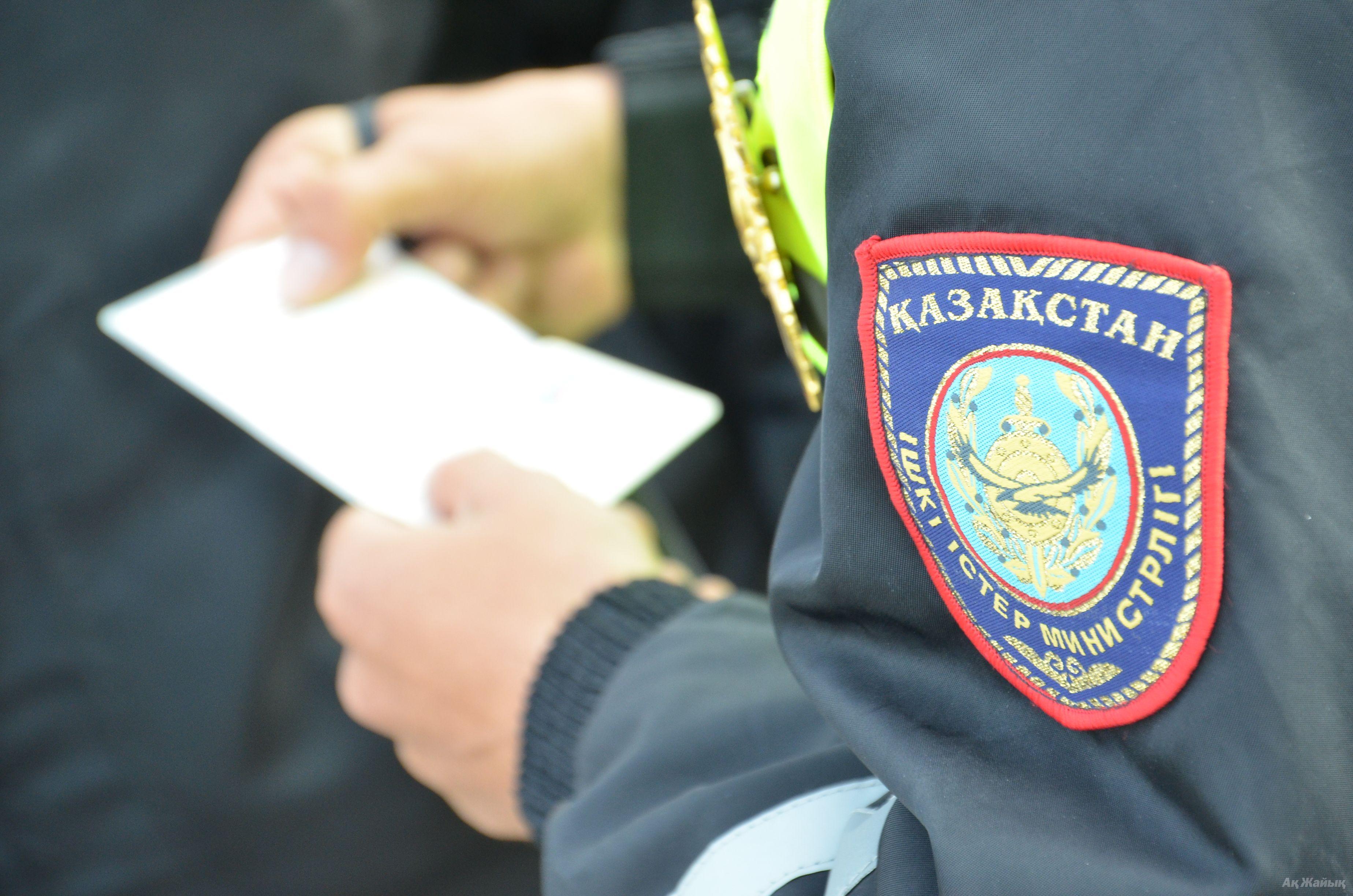 """Дорожные полицейские Алматы проверяют """"подозрительных людей"""""""