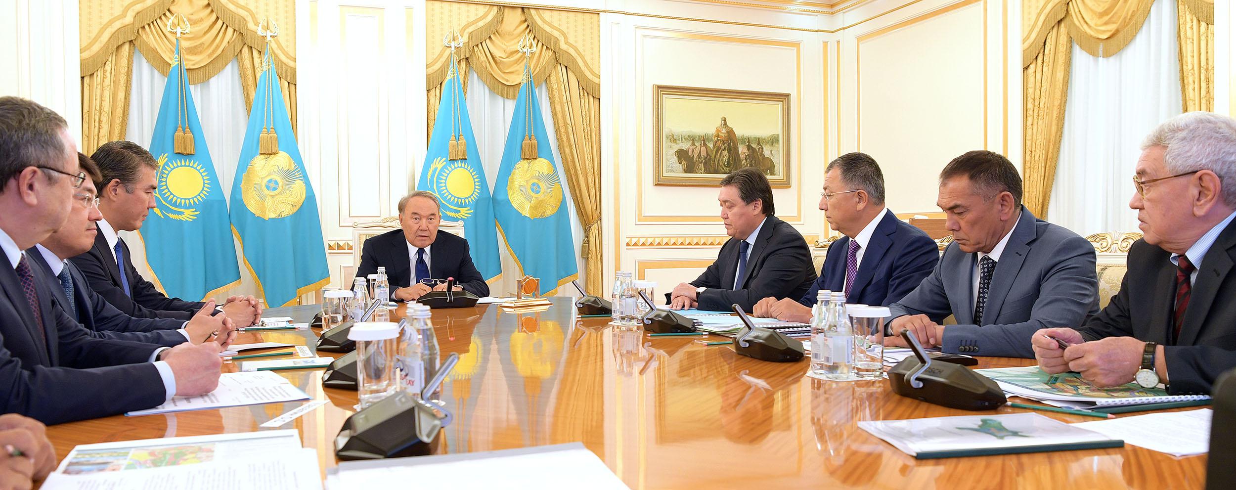 Нурсултану Назарбаеву доложили о планах развития Туркестана