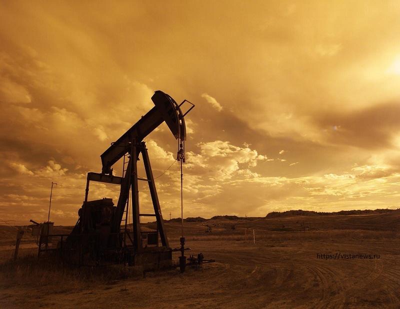 Нефть слабо дорожает после снижения