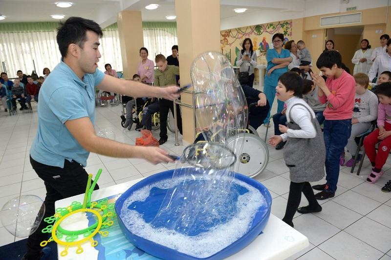 Международный день спонтанного проявления доброты отметили в центре оказания социальных услуг Алматы