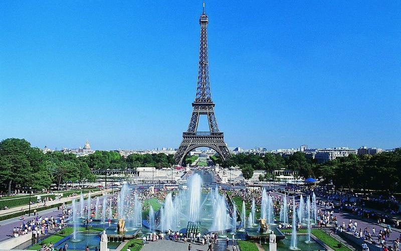 Эйфелеву башню откроют для туристов после полутора дней забастовки