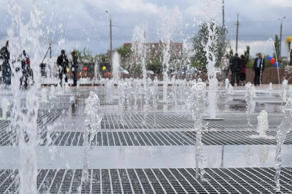 В Экибастузе заработал светомузыкальный фонтан