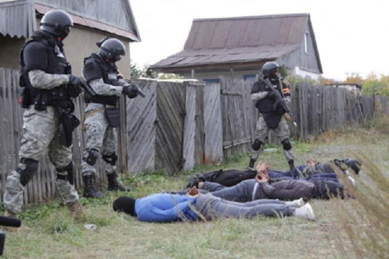 Спецслужбы на учениях в Карагандинской области учились отражать нападение террористов на полицейских , Учения, Карагандинская область, Террорист, Полицейский