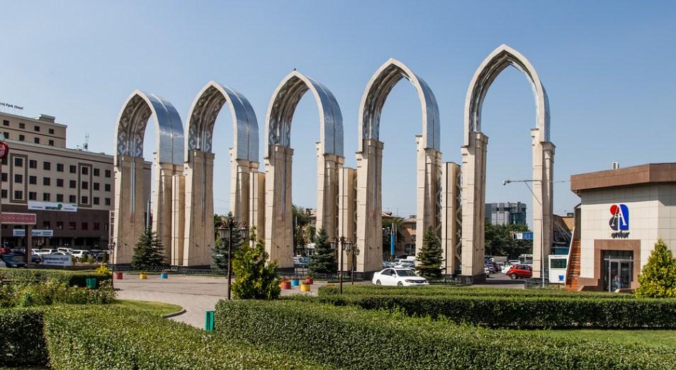 Достучаться до Байбека, Атакент, КЦДС «Атакент», Ван ден Вейх Денис, Бауыржан Байбек, Atakent Mall