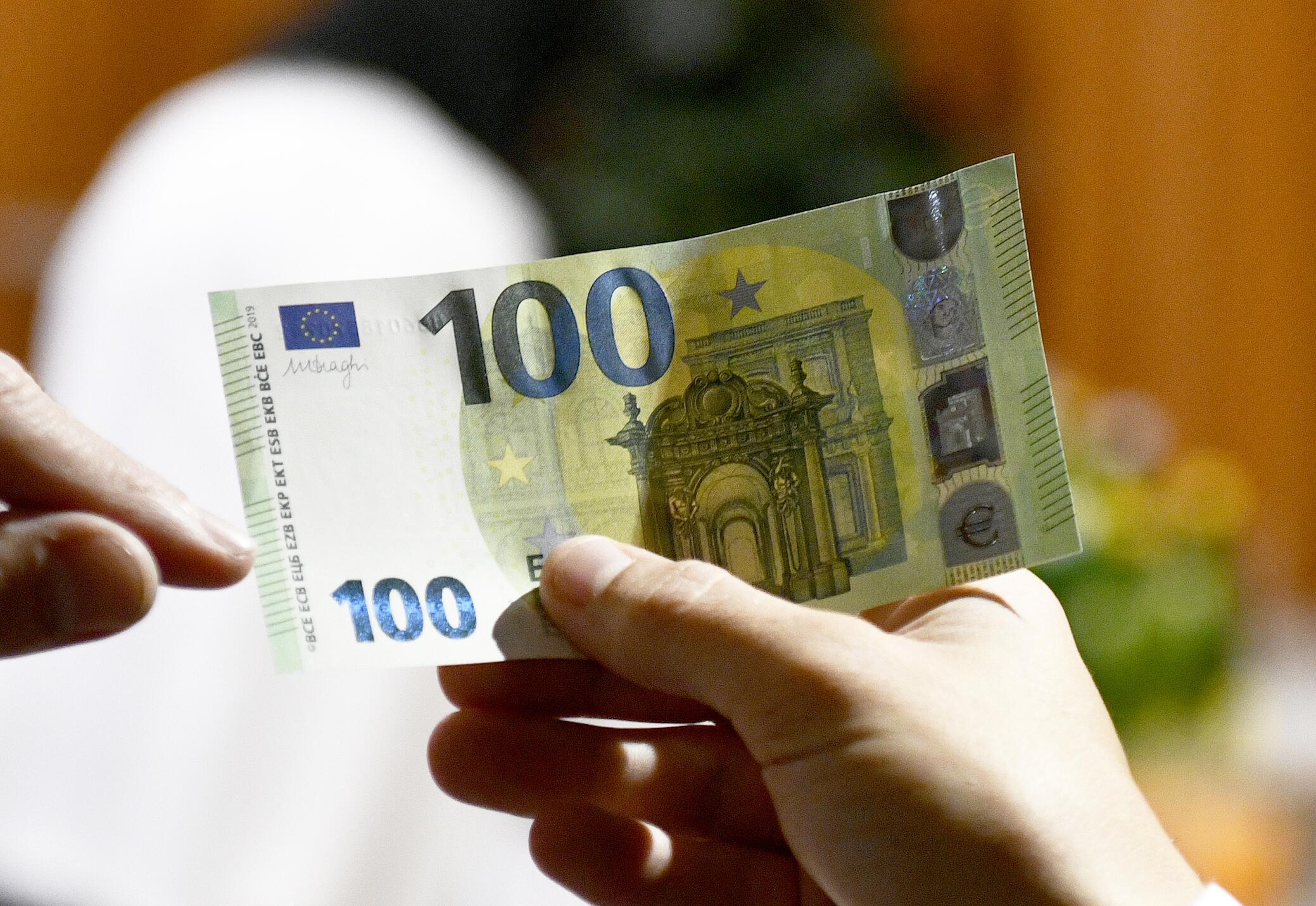 ЕЦБ представил новые банкноты номиналом €100 и €200, ЕЦБ, банкнота, 100 евро, 200 евро