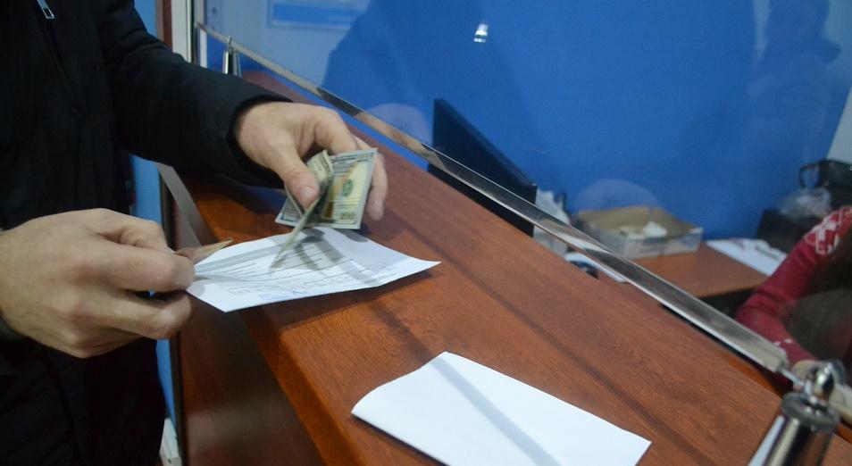 Нетто-отток средств физлиц из Казахстана вырос на 20%