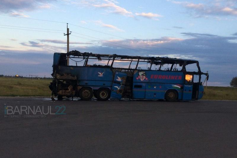 Следовавший из ВКО в Новосибирск пассажирский автобус сгорел на трассе
