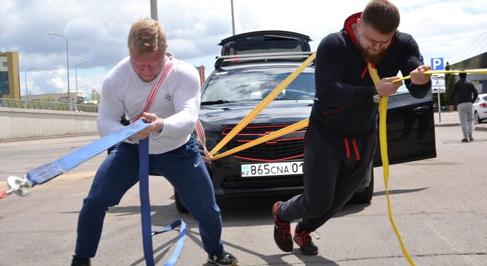 Человек против машин: спортсмены Астаны бросили вызов 15 авто