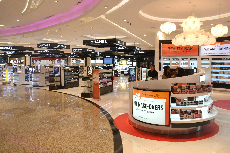 Таможенники незаконно покупали товары в Duty Free аэропорта Алматы с помощью пассажиров, Таможенник, Duty free, аэропорт, Алматы