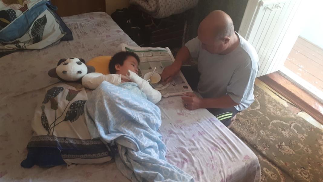 В Шымкенте семью «хрустального мальчика» мошенники оставили без денег