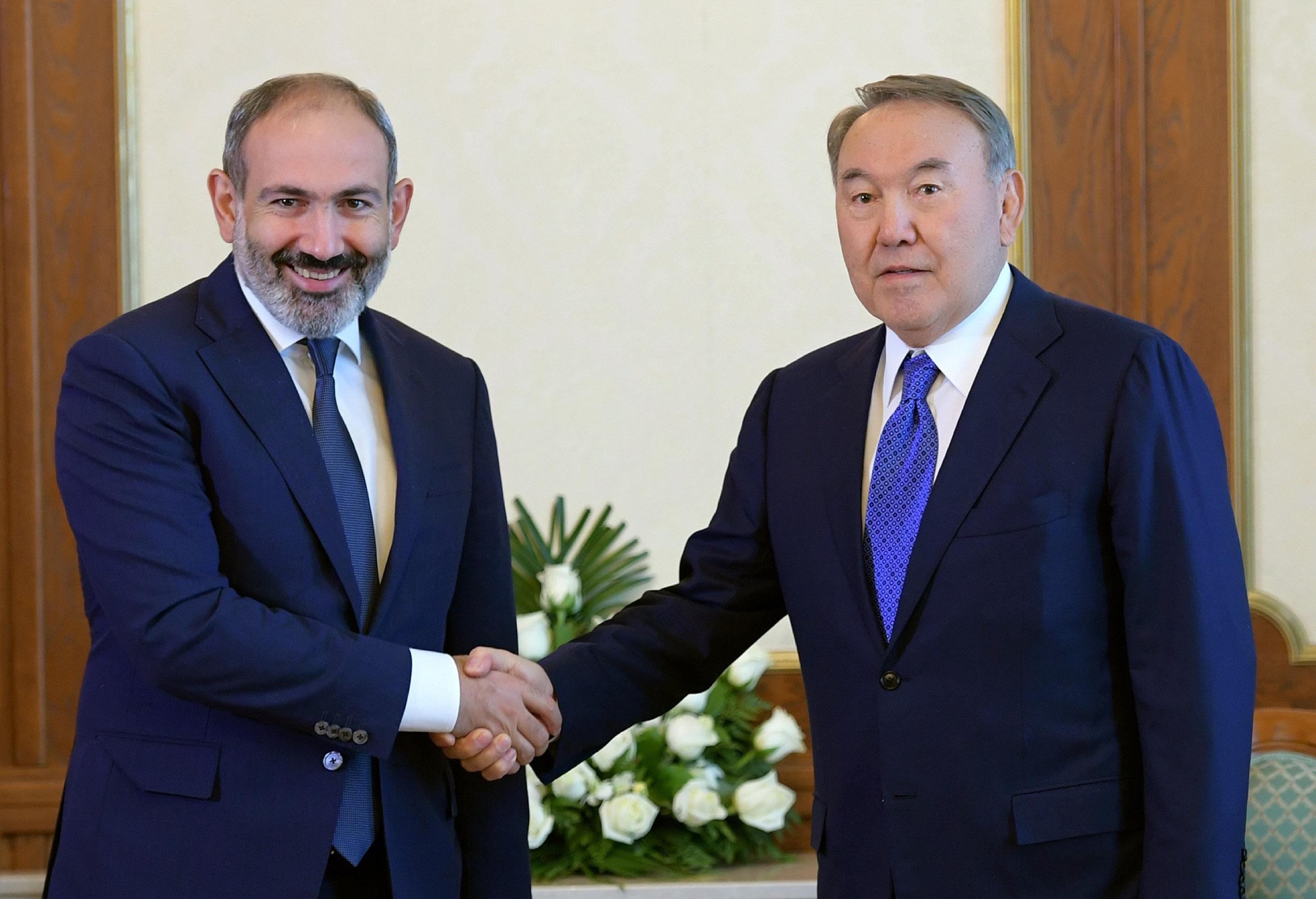 Назарбаев и премьер Армении на встрече в Душанбе высказались за укрепление двусторонних связей , Назарбаев, премьер Армении, Душанбе