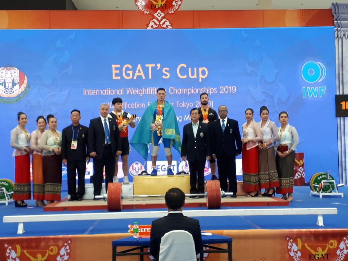 Тяжелоатлет Нурлыбек Саменов одержал победу на квалификационном турнире в Таиланде