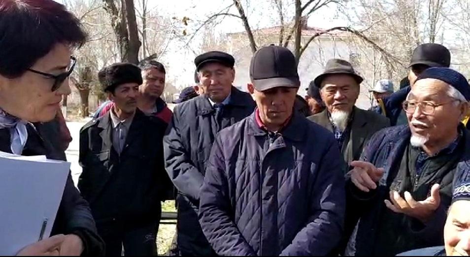 Жители села Караспан Туркестанской области устроили митинг, опасаясь коронавируса