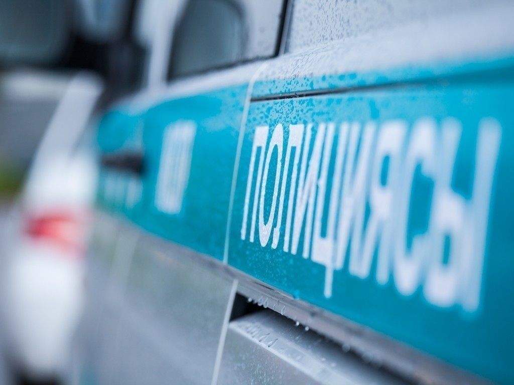 В Алматы ранили двух полицейских