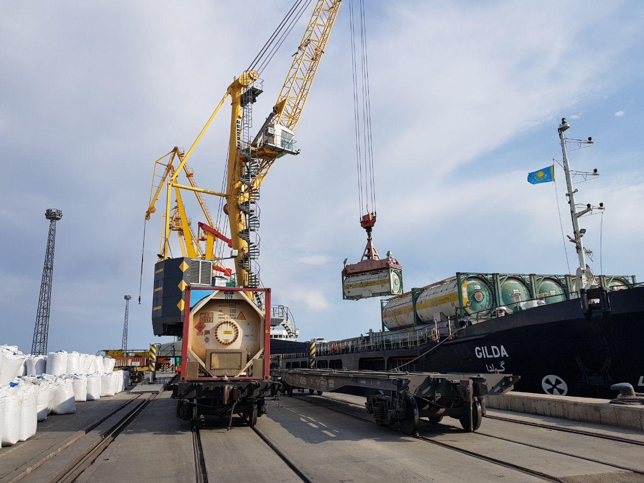 Перевалку зерна в порту Актау возобновили после остановки из-за непогоды