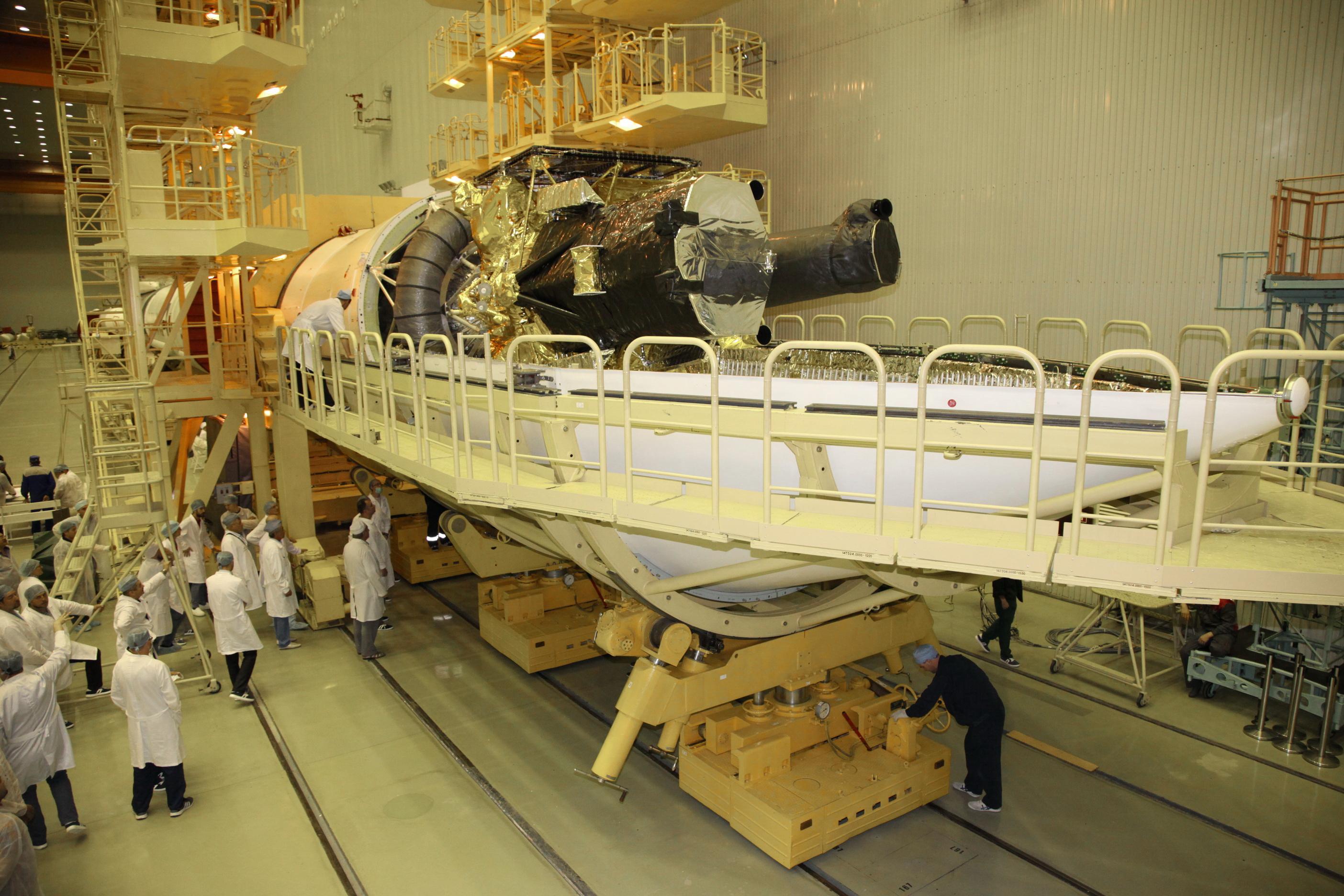 На Байконуре завершилась сборка головной части для обсерватории «Спектр-РГ»