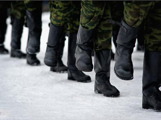 Солдатам и курсантам запретили ходить в увольнительные из-за коронавируса