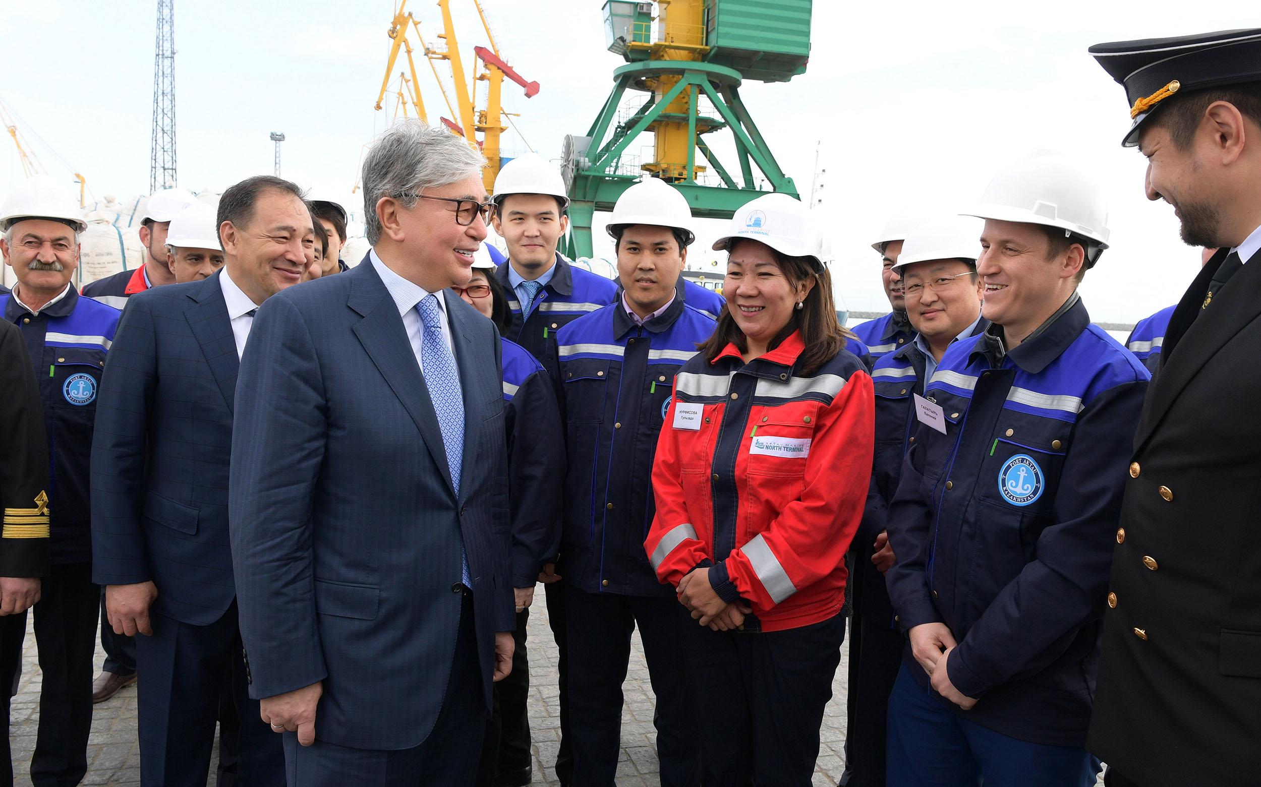 Президент ознакомился с техническими возможностями Актауского международного морского торгового порта