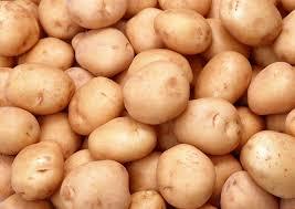 Александр Лукашенко подарил Владимиру Путину к Новому году несколько мешков картошки